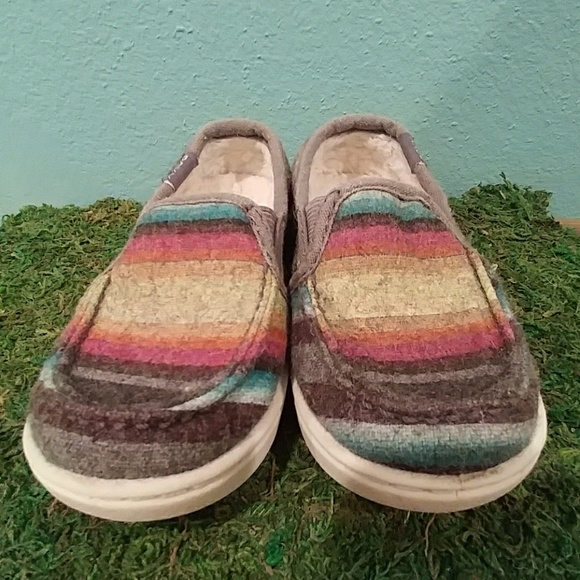 4046689c074fc1 Roxy lido wool slip on girl's shoes size 7. M_5a5563662ab8c592f30707e3
